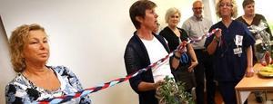 Socialnämndens ordförande Maritha Johansson, V, och verksamhetschefen Åsa Linder från landstinget klippte bandet när den nya beroendemottagningen på Södertull invigdes idag.