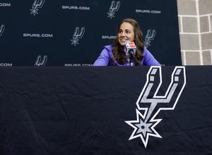 Becky Harmon blir den andra kvinnan att coacha i NBA när hon till hösten tar plats hos San Antonio Spurs.