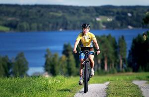 """Världsmästaren i MTB-orientering, Cecilia Thomasson,  boende i Fugelsta, på """"Annersia"""", och tävlande för Fältjägarnas IF, har utsetts till Årets idrottskvinna i länet 2014 av Haldo Hansson-kommittén."""