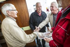 Det blev många kära återseenden för ingenjören Ivar Leek som tillsammans med Ove Jonsson och Ingvar Haraldsson ordnat återträffen.