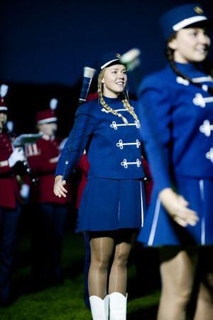 BSM och drillflickorna bjöd bland annat på invecklade cirkelformationer till tonerna av Svensk polismarsch.
