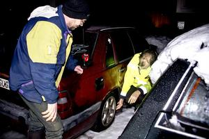 Håkan Enbom och Tommy Norgren har fått sina bilddäck sönderskurna.