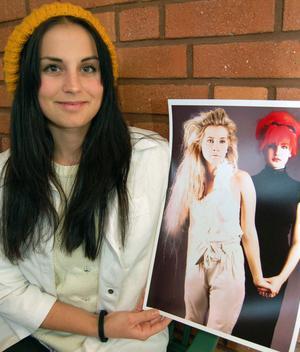 Sofia Johansson blandar det svarta och vita på två modeller i eleganta kontraster på sitt foto.