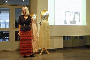 Två av Fröken Sverige-klänningarna skänktes till Länsmuséet.