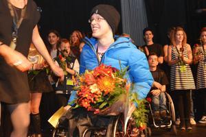 Rasmus Eldblad tar emot andrapriset från juryn.