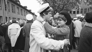 Så här firades Svante Sandberg när han tog studentexamen vid Fryxellska skolan 1968.