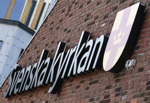 En präst i Svenska kyrkan har polisanmälts för kvinnofridsbrott i två relationer.