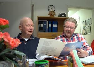 Gunnar Jonsson och Jan Larsson sjunger tillsammans.