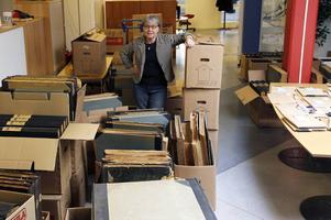 Ulla Ejemar, chef för Arkiv Gävleborg, kom till sin tidigare arbetsplats Arbetarbladet för att se hur mycket och vilket material som skulle flyttas.