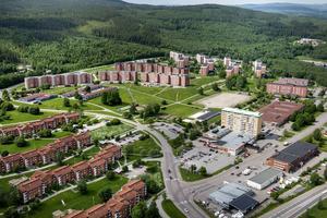 Vi vill understryka att nedläggningen av Nacksta hälsocentral och att beröva de personer som bor där deras möjligheter till nära sjukvård är fel vägval. Vi behöver istället välja att bygga upp Nacksta och övriga socioekonomiskt utsatta områden, skriver styrelsen för Vänsterpartiet Sundsvall.