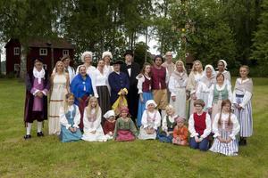Ensemblen står redo för nypremiären för Polhems huwudverk. Foto: Gösta Rising