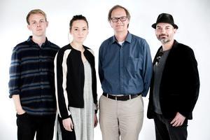Vi som gjort reportagen. Filip Erlind, fotograf, Evelyn Schreiber, ledarskribent, Lars Ströman, politisk redaktör, Aaron Israelson, frilansjournalist.