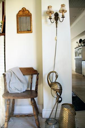 Överallt i huset finns roliga och vackra detaljer som antingen är nya eller införskaffade på loppis.