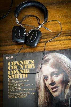 Miriam och hennes sambo lyssnar mycket på musik. Den amerikanska countrysångerskan Connie Smith är en av favoriterna.