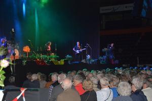 Runt 2000 personer hade tagit sig till Fjällräven Centrum för årets Äldregala.