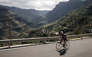 Allt fler cyklister utmanar de höga bergen.Foto: Johan Öberg