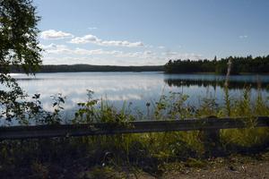 Skarhålssjön ligger alldeles intill vägen, mellan Ragvaldsnäs och Galtström, så sjöutsikt finns i alla fall...
