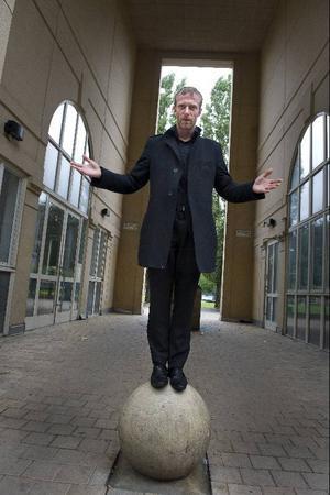 Jacop Ahlbom återvänder till Sverige efter 20 års frånvaro med föreställningen
