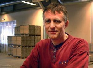 Bengt Persson, WOW-anställd sedan fabriken startade år 2000, kommer att försöka sig på att starta eget nu sedan han har friställts från golvfabriken i Bräcke.