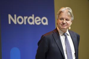 Nordeas vd Casper von Koskull presenterar företagets delårsrapport under en pressträff på huvudkontoret i Stockholm. Bankkoncernen Nordea gör sig av med 6000 anställda och konsulter.