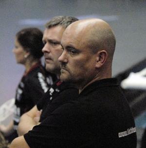 Peter Hinders, till vänster, och Jocke Paulsen fick ingen rolig återkomst i Unihoc Arena.