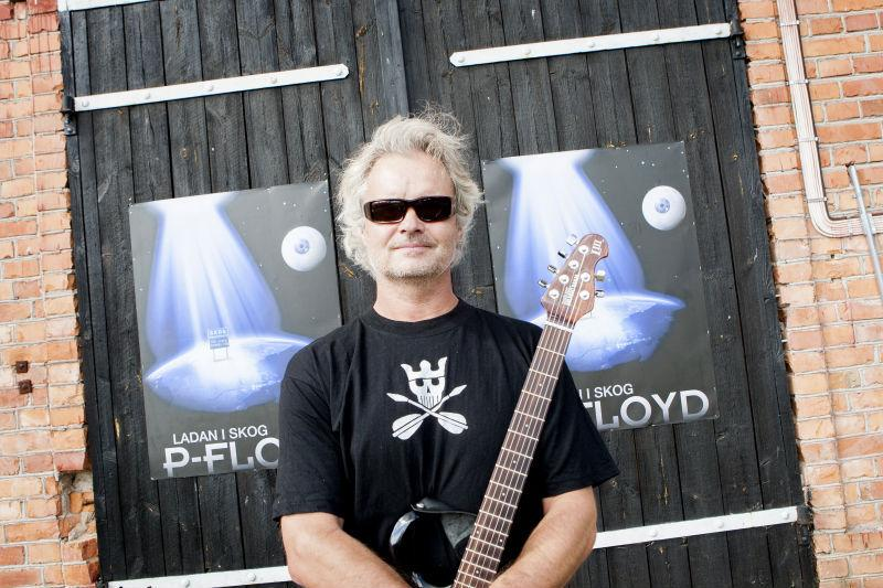 – Jag tror att anledningen till att vi orkat hålla på så länge är för att vi gör personliga tolkningar av Pink Floyd, i stället för att spela not för not. Jag kommer aldrig kunna spela precis som Dave Gilmour, även om jag övade tolv timmar om dagen. Men jag kan inspireras, säger Jan Stumsner.