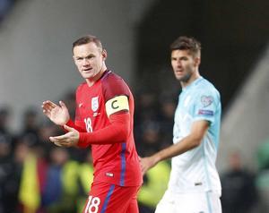Englands inhoppande lagkapten Wayne Rooney försökte mana på sina lagkamrater i 0–0-matchen mot Slovenien.