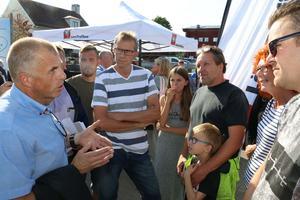 Håkan Söderman (M), ordförande i kultur-och bildningsnämnden, fick svara på många frågor från upprörda föräldrar till skolskjutselever i Lekeberg.