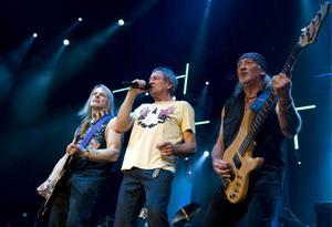 Roger Glover, Ian Gillan och Steve Morse i det legendariska bandet Deep Purple.
