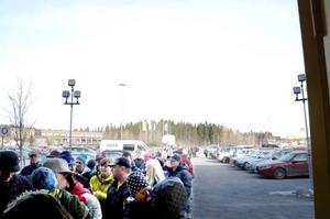Många var de som kom för att spana in den nya butiken i Lillänge.