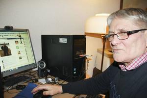 Karl Brodin, 74, håller kontakten med många av sina vänner genom Facebook. Barnbarnen brukar han prata med på Skype. – Jag skulle inte vilja vara utan internet, säger han.