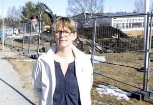 Anna-Carin Persson, idrottslärare på Myrvikens skola, ser fram emot att den nya allaktivitetshallen ska stå klar.