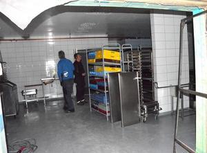 Köket blir stort och modernt. Dock fattas lite arbete innan plattorna blir varma.