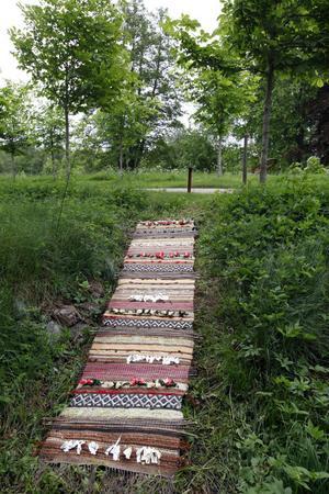 """""""Rosengång"""" är en vävteknik som illustreras högst påtagligt i Ulla Forsbergs matta."""
