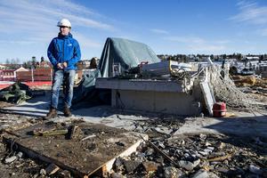 Så här såg det ut i mars i år, där platschefen Lars Norgren visade Byggsigurds påbörjade bygge av 93 lägenheter efter Nygatan.