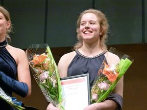 Den 15-åriga cellisten Paula Sjöberg från Stockholm utsågs i onsdags till årets Dalasolist. För prispengarna ska hon köpa ny stråke.