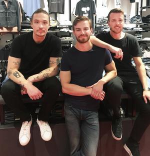 Maximilian Leitner Norinder, Alex Åstrand och Stefan Liwing Gustafsson arrangerar partyt med Manic Brothers på Falkenbergska kvarnen.