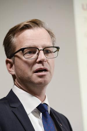 Näringsminister Mikael Damberg (S)   Sosseadel som ser ut som en moderat och pratar som en moderat.