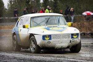 Therese delar bil med sin pappa Lennart Beckman. Det är en Saab 99 som hon gillar för att den är framhjulsdriven.