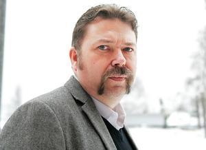 Jörgen Blom (V) är fortfarande kritisk till att Marie Stensby får fortsätta att undervisa barn.