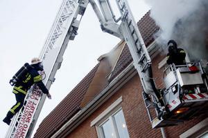 Det rök kraftigt och åtta personer fördes till sjukhus.