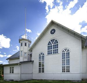 1909 fick missionshuset i Vallsta formen av en korskyrka, och fick ett sidoställt trapptorn.