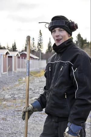 Sebastian Wallberg på Ottossons Åkeri är sysselsatt med markarbete: