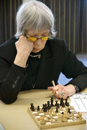 När Anne-Marie Freig spelar schack känner hon sig totalt avkopplad. Hon började spela så sent som för fem år sedan och nu är hon med i SM.