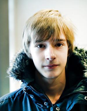 Linus Lagerquist, studerande, 14 år, Gävle.– På skolan finns det inte pengar till pennor och annat material och vi får inga nya böcker.