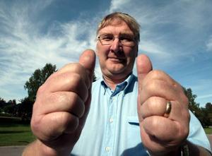 Lennart Olsson gör tummen upp för Riksantikvarieämbetets beslut.