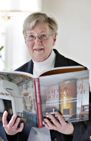Birgitta Lundblad har skrivit en rad lokalhistoriska böcker. Nu belönas hon för sin mångåriga kulturgärning med Hedvig Ulfsparres minnesgåva.   Foto: Lars Wigert