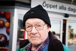 Vilken typ av butik är viktigast för centrum?Bernt Hellqvist, 78, pensionär, Nykvarn.– Mat, tobak och frukt och grönt är viktigt. De butikerna behöver vi ha nära.