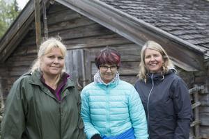 Fäbodbrukaren Märit Andersson och fritidsledarna Monica Hylander och Maria Nordin.