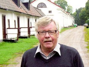 Kliver tillbaka. Bruksägaren Ulf Berghäll släpper ansvaret för den operativa driften av turistanläggningarna inom Gysinge Bruk. Två olika entreprenörer ska nu ansvara för mat och boende.